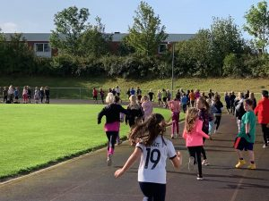 Elever från Kyrkskolan deltar i Run for Igalula